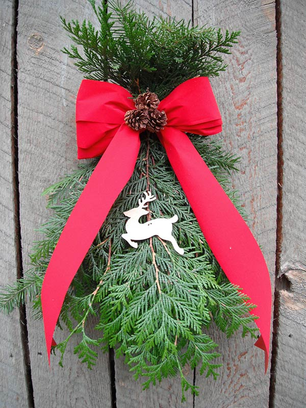 Door arches garlands and swags moose meadows farm for Christmas swags and garlands to make
